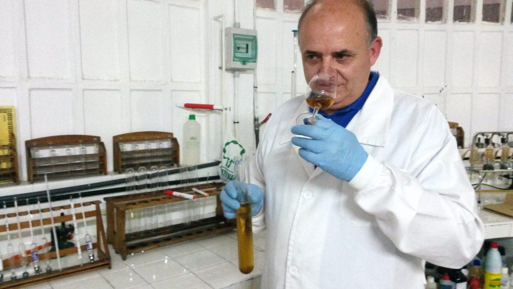 Julio Ricarte cata el vino de postre experimental, Amavía de Crianza Bajo Velo