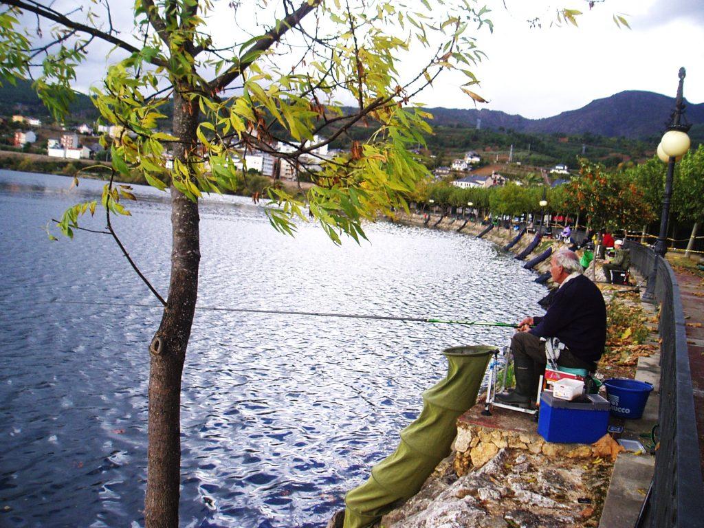 Los pescadores en el embalse de O Aguillón