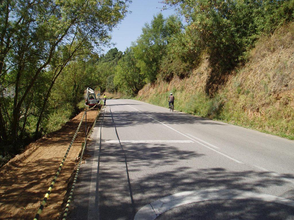 Senda peatonal para peregrinos en San MIguel de Outeiro