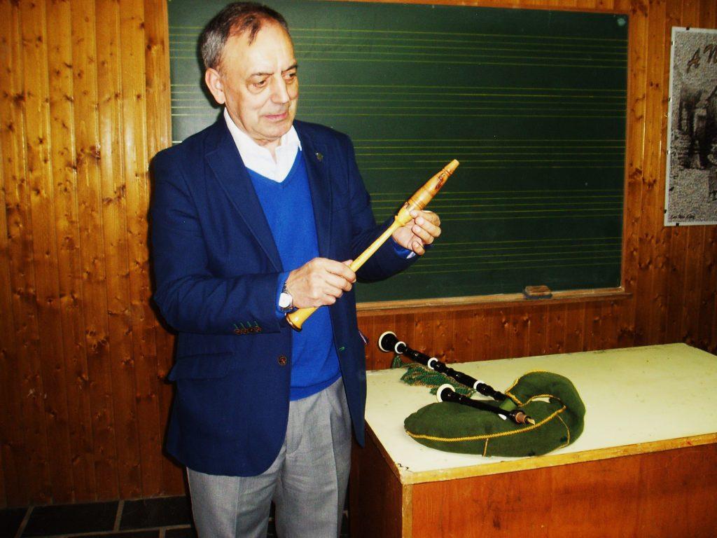 Xosé Lois Foxo impartió la primera clase en Córgomo