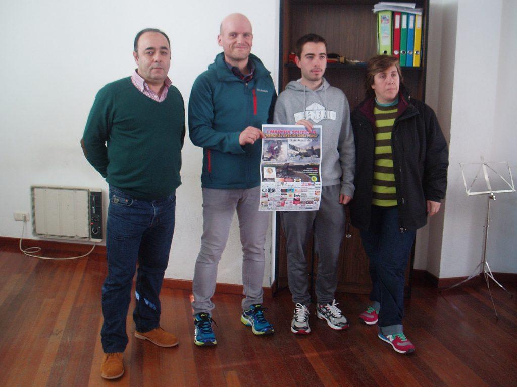 Avelino Fernández (a la izquierda) en marzo con la directiva del Club Atletismo Rúa