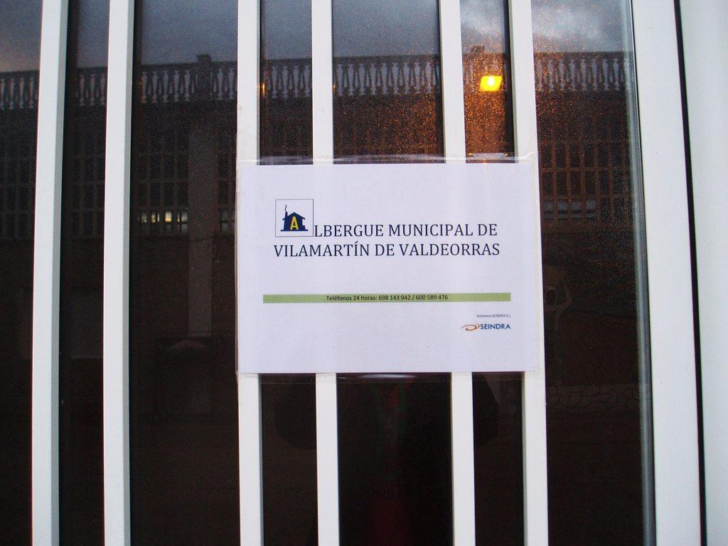 Entrada al albergue de Vilamartín
