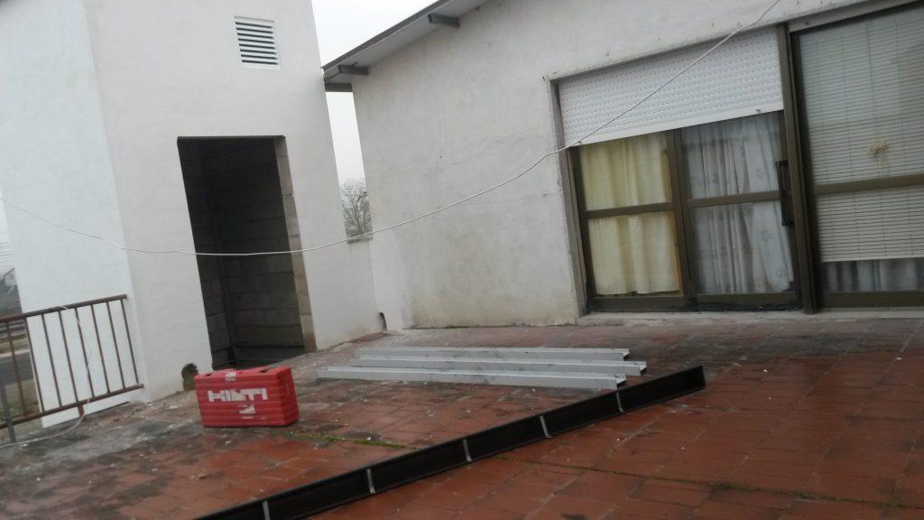 Hueco del ascensor, terraza y ventana por la que se accederá al ambulatorio