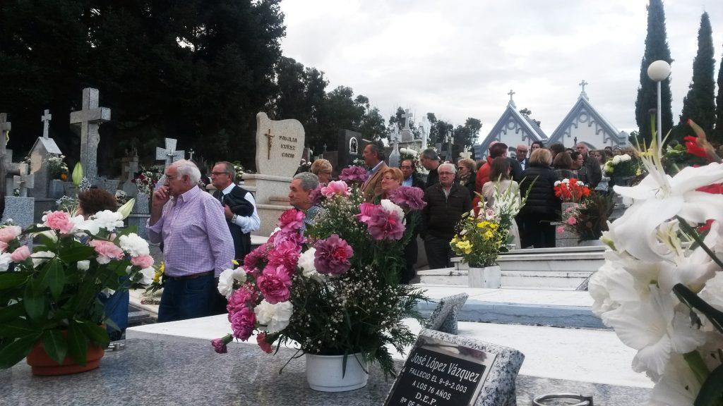LLeno en el cementerio de O Barco