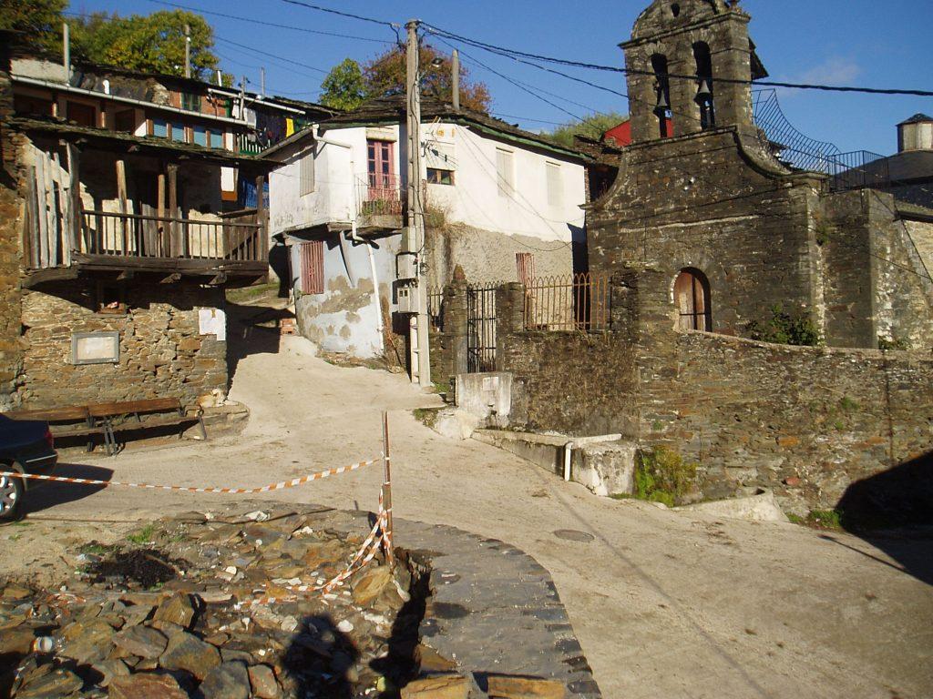 La plaza actual de Cernego tiene e pendiente