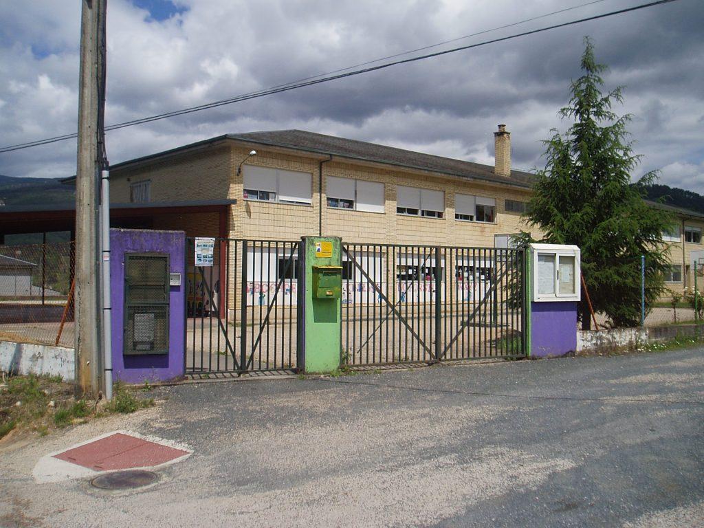 La vivienda está en el entorno del colegio de Vilamartín