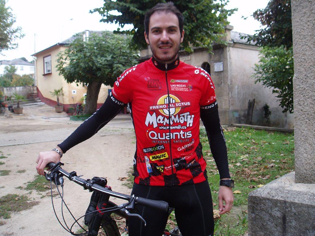 Pablo Diéguez Cerdeira con su bicicleta