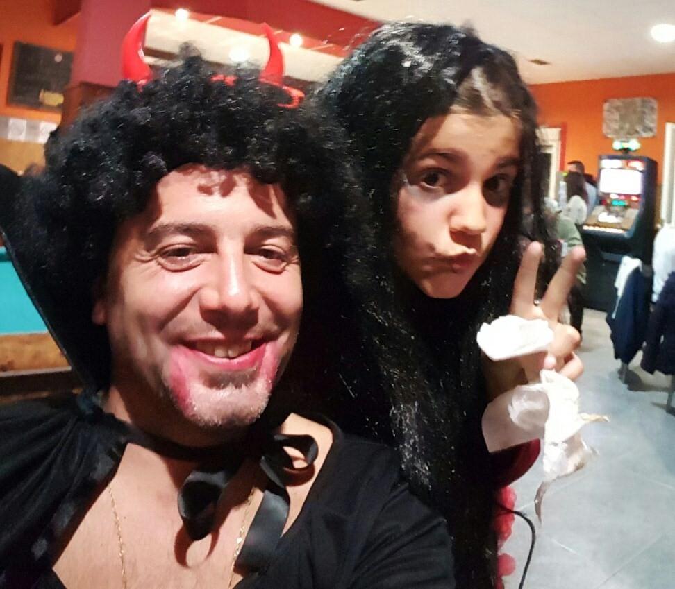 Padre e hija disfrazados