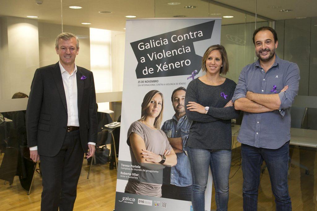 O vicepresidente da Xunta, Alfonso Rueda, xunto con Roberto Vilar e Teresa Portela, na presentación en rolda de prensa da campaña do 25 de Novembro, Día Internacional para a eliminación da violencia contra as mulleres. Foto Xoán Crespo