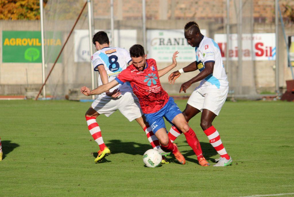 Ivi Vales cae ante el mejor del partido, Sidibé, autor del 0 a 1